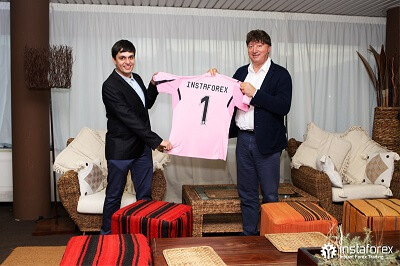 InstaForex was an official partner of US Citta di Palermo from 2015 to 2017.